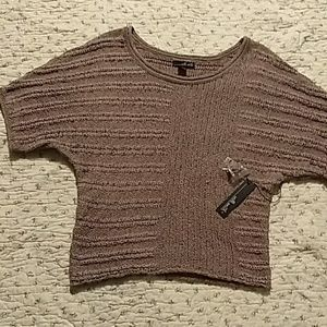 Willi Smith, tan colored sweater. Short sleeves. L